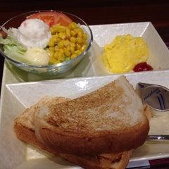 Photo taken at CAFÉ de CRIÉ 道玄坂上店 by komachi n. on 12/5/2014