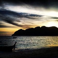 Photo taken at Phi Phi The Beach Resort (พีพีอันดามันบีชรีสอร์ท) by Melina P. on 10/2/2013