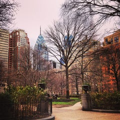 Photo taken at Rittenhouse Square by Shelly Z. on 12/22/2012