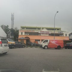 Photo taken at POSLAJU National Courier, Taman Perindustrian Selaman, Bangi by Sumi J. on 12/24/2012