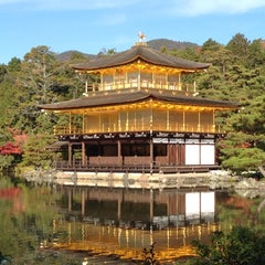 Photo taken at 北山 鹿苑寺 (金閣寺) (Kinkaku-Ji Temple) by Eisuke M. on 11/25/2012