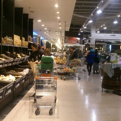 Photo taken at Jumbo by Aarón A. on 5/9/2013