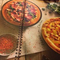 Photo taken at Pizza Hut by Atiqah A. on 1/27/2015