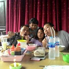 Photo taken at Mie Bakso Mr. Blangkon by Ari H. on 7/29/2014
