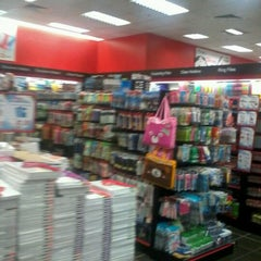 Photo taken at Popular Bookstore by Johnny L. on 12/28/2012