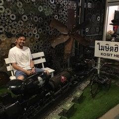 Photo taken at Kosit Hill Hotel (โรงแรมโฆษิตฮิลล์) by Aim Chaiwijit P. on 4/4/2016