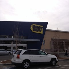 Photo taken at Best Buy by Darryl J. on 2/16/2013