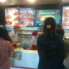 Photo taken at KFC / KFC Coffee by Niena S. on 9/20/2013