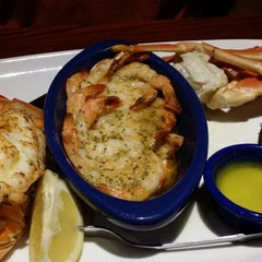 Photo taken at Red Lobster by S_J L. on 7/23/2014