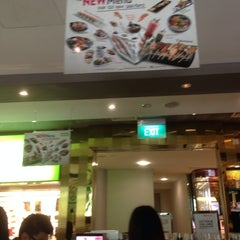 Photo taken at Sakae Sushi by Ni N. on 9/4/2014