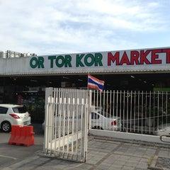 Photo taken at ตลาด อ.ต.ก. (Or Tor Kor Market) by FUDOU T. on 12/31/2012