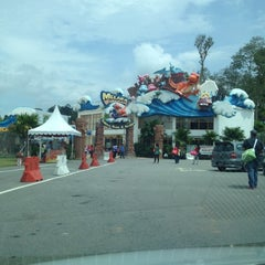 Photo taken at Melaka Wonderland by Fazrul A. on 11/11/2012