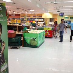Photo taken at Tesco Lotus (เทสโก้ โลตัส) by Song G. on 5/1/2013