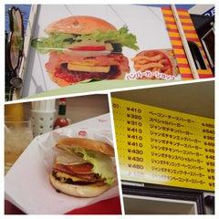 Photo taken at ハンバーガーショップ ヒカリ 本店 by Keiko F. on 11/11/2014