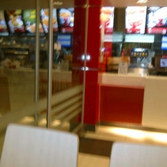 Photo taken at KFC by emoyy d. on 9/16/2012