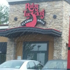 Photo taken at Ruby Tuesday by Tyra S. on 5/30/2014