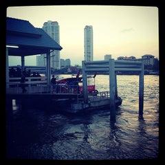 Photo taken at ท่าเรือสาทร (ตากสิน) Sathorn (Taksin) Pier CEN by snoopynn on 12/21/2012
