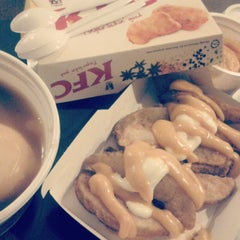 Photo taken at KFC by Stephy L. on 10/4/2012