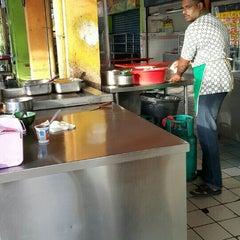 Photo taken at Haji Tapah Nasi Kandar (Melawati Foodcourt) by Muhamad K. on 7/20/2015