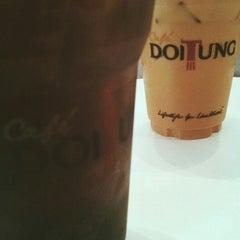 Photo taken at Café DoiTung (คาเฟ่ ดอยตุง) by Tong on 8/22/2015