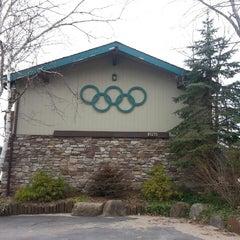 Photo taken at Art Devlin's Olympic Motor Inn by Ailisa F. on 4/21/2013