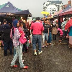 Photo taken at Brinchang Pasar Malam by Rem on 5/24/2013