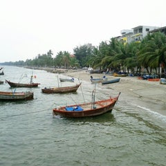 Photo taken at โรงแรมนานาชาติบางแสน by Phakphoom C. on 1/30/2013
