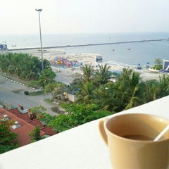 Photo taken at โรงแรมนานาชาติบางแสน by Phakphoom C. on 2/1/2013