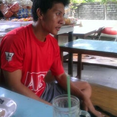 Photo taken at warung mek'di by Wande M. on 11/19/2012