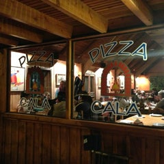 Photo taken at Pizza Cala by Martin O. on 8/18/2013