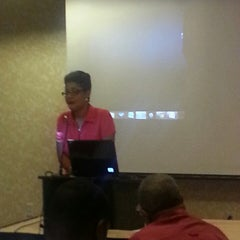 Photo taken at Hilton Garden Inn Kansas City by Shannon F. on 8/14/2014