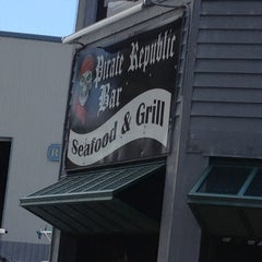 Photo taken at The Pirate Republic Seafood & Grill by Ana R. on 4/6/2013