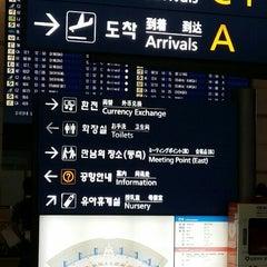Photo taken at 인천국제공항 입국장 B (ICN Airport Arrival Exit B) by Mandyzenana F. on 5/3/2015