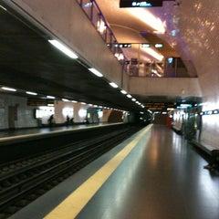 Photo taken at Metro Baixa-Chiado [AZ,VD] by Rafael Augusto P. on 11/13/2012