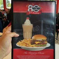 Photo taken at Steak 'n Shake by Robert C. on 5/16/2014