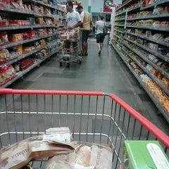 Photo taken at Supermercado Angeloni by Kauê N. on 3/23/2013