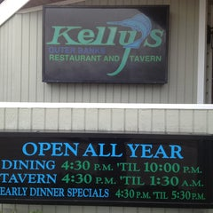 Photo taken at Kelly's Outer Banks Restaurant & Tavern by 🎵 Papa T 🎵 on 2/8/2013