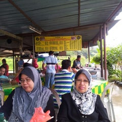 Photo taken at Warong Roti Canai Man Kedah by ذوالخيري ع. on 1/24/2013