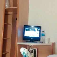 Photo taken at Hotel Ibis Zaragoza Centro by Vampida on 6/5/2015