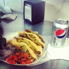 Photo taken at Tacos Charly by Osckar R. on 9/21/2013
