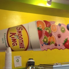 Photo taken at Smoothie King by Marco L. on 10/25/2013