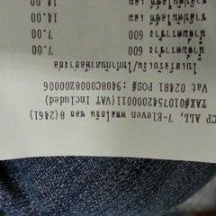 Photo taken at 7-Eleven (เซเว่น อีเลฟเว่น) by Bcc T. on 10/31/2012