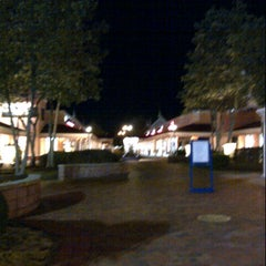 Photo taken at North Georgia Premium Outlets by Fatima Al Slail on 1/8/2013