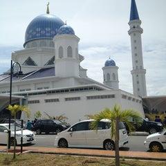 Photo taken at Masjid Abdullah Fahim by Riduan F. on 7/5/2013