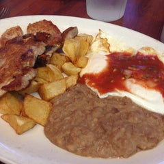 Photo taken at Mi Abuelita's Mexican Restaurant by BCMAC7 T. on 5/26/2014