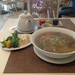 Photo taken at Pho Bac by Allen Y. on 9/20/2012