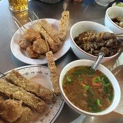 Photo taken at Soto Ayam & Ayam Goreng Bangkong by santi l. on 7/24/2015