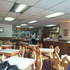 Photo taken at Bavaria, Cafeteria y Restaurant by Felipe L. on 1/13/2013