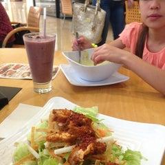 Photo taken at Super Salads by Margarita G. on 3/13/2013