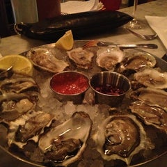 Photo taken at Hank's Oyster Bar by Mayvin M. on 2/18/2013